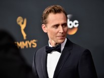 tom hiddleston co tu lam hai ten tuoi cua minh