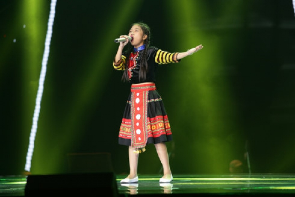 hoai ngoc mang gio mua ve du doi va thoi bay san khau the voice kids