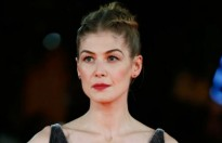 rosamund pike muon cac nam dien vien ho tro dong nghiep nu