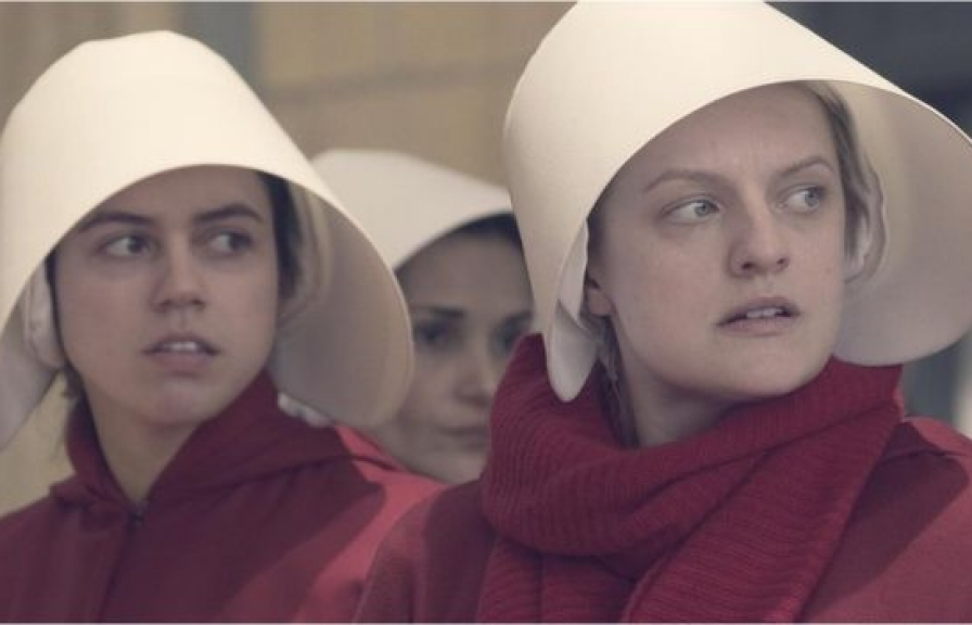 the handmaids tale co the keo dai den 10 mua chieu tren dich vu hulu