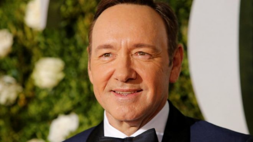 kevin spacey tiep tuc bi to cao sau harvey weinstein